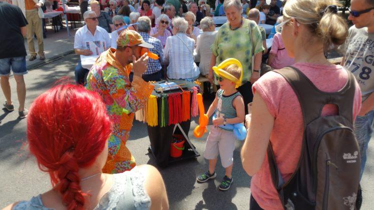 Clown René brachte Kinderaugen zum Strahlen. Foto: von Gerishem