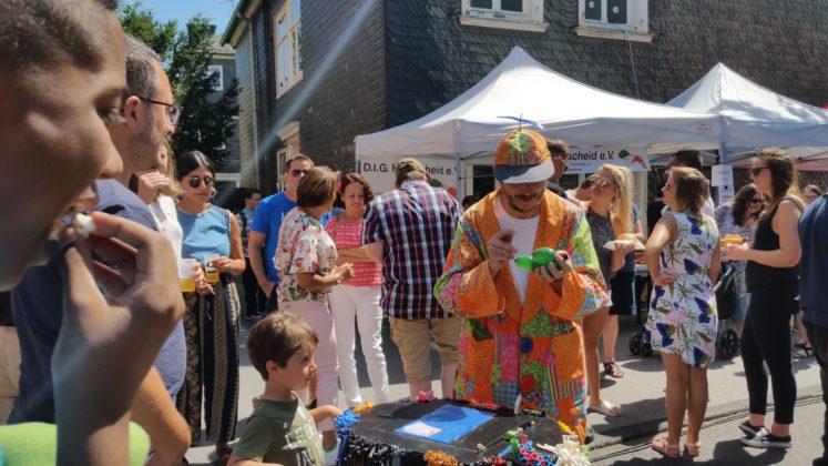Clown René verzierte die Ballons individuell. Foto: von Gerishem