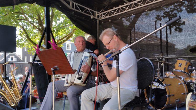 Das Klezmer-Duo der Musikschule Dippelt aus Lüttringhausen. Foto: von Gerishem