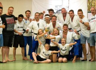 Die Freude der Judoka ist unübersehbar. Foto: Jürgen Steinfeld