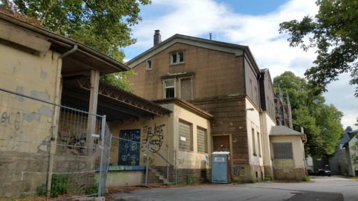 Wie geht es am Bahnhof Lüttringhausen weiter? Foto: Sascha von Gerishem