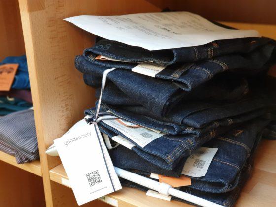 Faire Jeans im Gefairt. Foto: Sascha von Gerishem