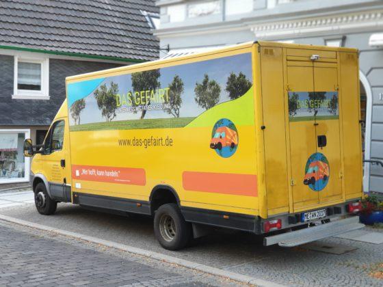Das Gefairt in der Gertenbachstraße vor dem Flair-Weltladen. Foto: Sascha von Gerishem