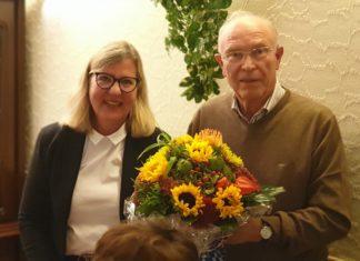 Beiratsvorsitzender Karl-Heinz Meermagen gratuliert der neuen und alten 1. Vorsitzenden Christiane Karthaus zum Wahlsieg. Foto: Sascha von Gerishem