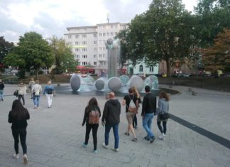 Menschen machen den Kölner Ebertplatz lebendig. Foto: Michael Heide - www.michaelhei.de