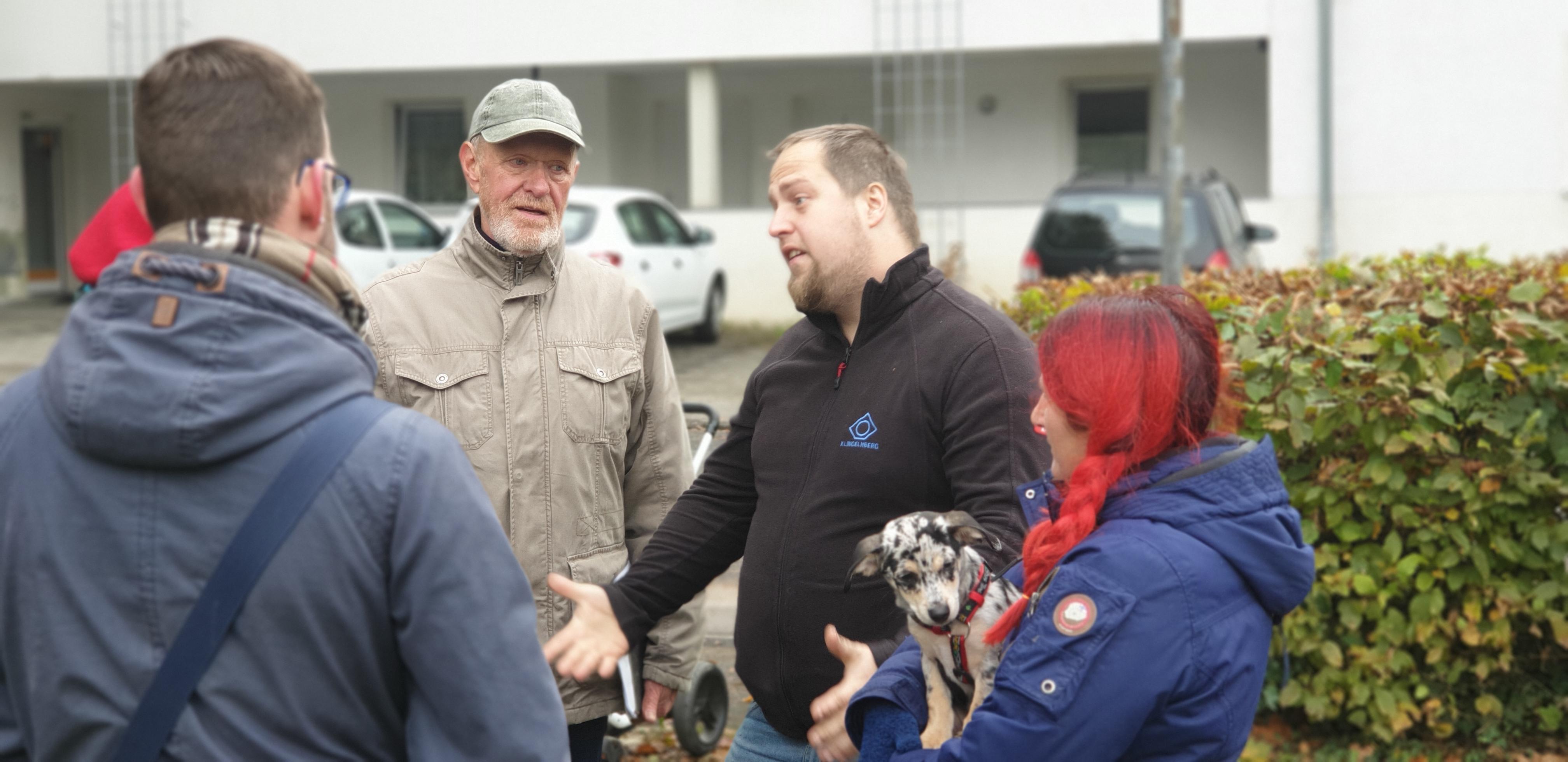 Björn Gottschalk und Jürgen Heuser diskutieren mit Stefan Busch-Tschöpe und Nicole Dahmen (v.l.). Foto: Sascha von Gerishem