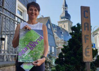 Anja Hamm vom Stadtmarketing Remscheid stellte das Programm im Café Lichtblick vor. Foto: Sascha von Gerishem