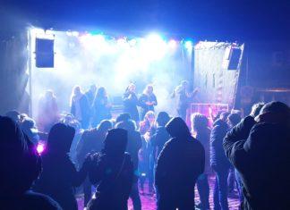 Die 2. XMAS-Party am Vorabend des Weihnachtsmarktes im Lütterkuser Dorf. Foto: Sascha von Gerishem