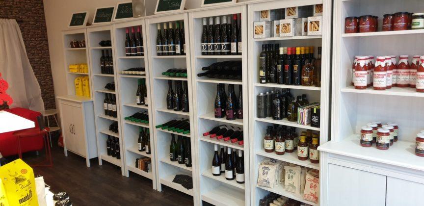 Deutsche Weine und schwarzer Sekt. Foto: Sascha von Gerishem
