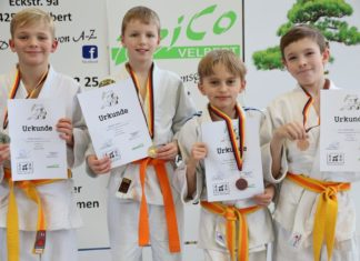 Philipp Kapitza (Vizekreismeister -37kg), Alexander Krämer (Kreismeister -29 kg), Michael Ramburger (Bronze) und Yurij Yakovenko (Bronze) (v.l.n.r.) Foto: LTG
