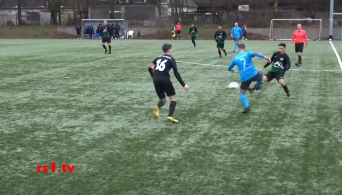 Der FC Remscheid trat in Duisburg zum Geisterspiel gegen den VfB Solingen an. Screenshot: rs1.tv - Frank Wappler
