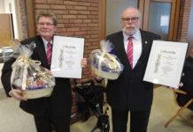Gerd Demski und Fred Pietrzyk (v.l.) wurden für ihre Treue geehrt. – Foto: Dieter Jakobi