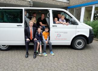Die Remscheider Heinrich-Neumann-Schule schaffte es mit Hilfe des Crowdfundings, Geld für einen neuen Schulbus zu sammeln. |Foto: Volksbank / Jürgen Moll