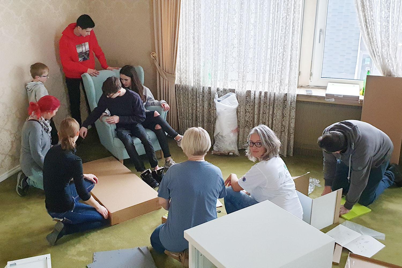 Beim Umzug fassten Team- und Familienmitglieder fleißig mit an. | Foto: Sascha von Gerishem