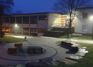 Das Leibniz-Gymnasium bei Nacht. | Foto: Sascha von Gerishem