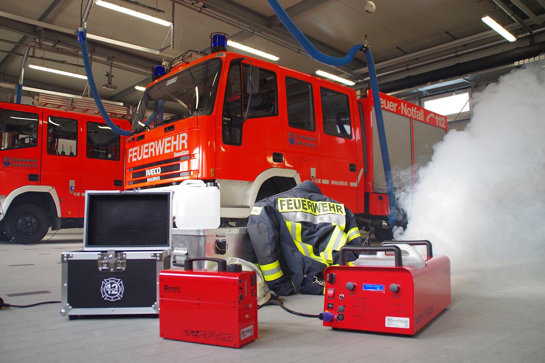 Nebelmaschinen für mehr Realitätsnähe im Training. | Foto: Dirk Petsch