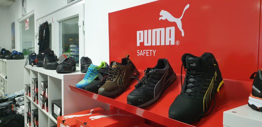 Diese sportlichen Sneakers sind Arbeitsschuhe von Puma bei Kotthaus Berufsbekleidung in Remscheid. | Foto: Sascha von Gerishem