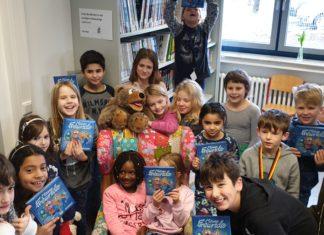 Die Kinder freuten sich sichtlich aber eher leise – ist halt eine Bücherei. | Foto: Sascha von Gerishem