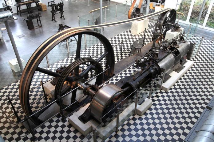 Dampfmaschine im Deutschen Werkzeugmuseum. | Foto: Frank Vincentz [CC BY-SA 3.0 (https://creativecommons.org/licenses/by-sa/3.0)]