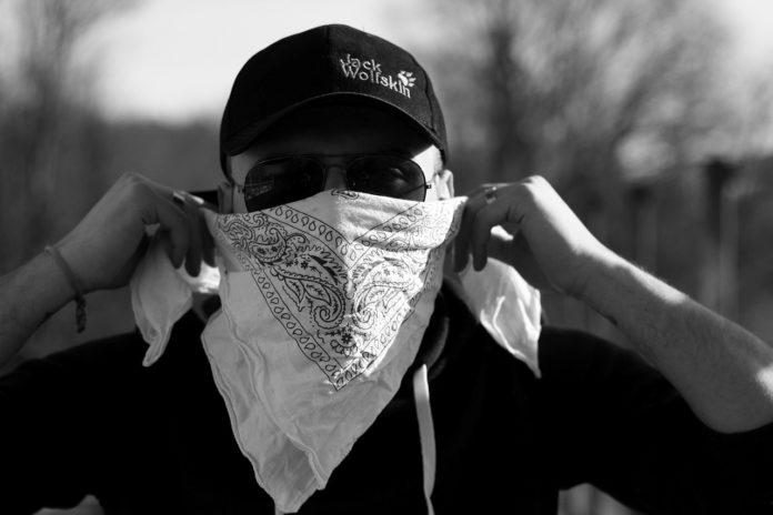 Das Vermummungsverbot untersagt Demonstranten das Verdecken ihres Gesichts, damit eine Identitätsfeststellung nicht behindert werden kann. Symbolfoto.