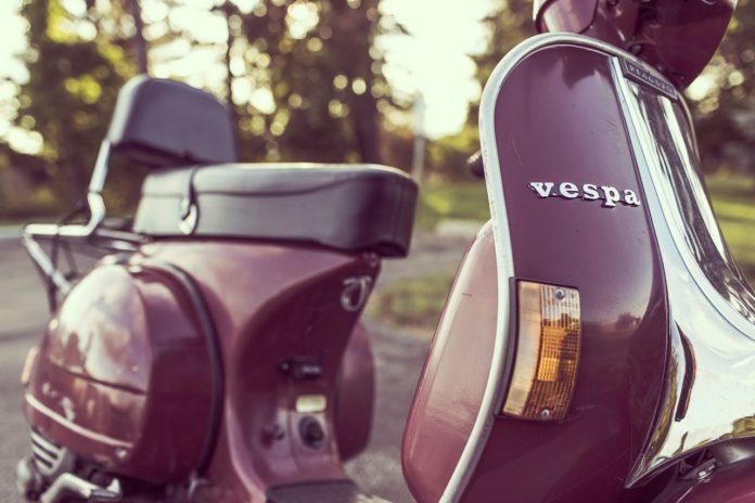 Klassischer Motorroller von Vespa. Symbolfoto.