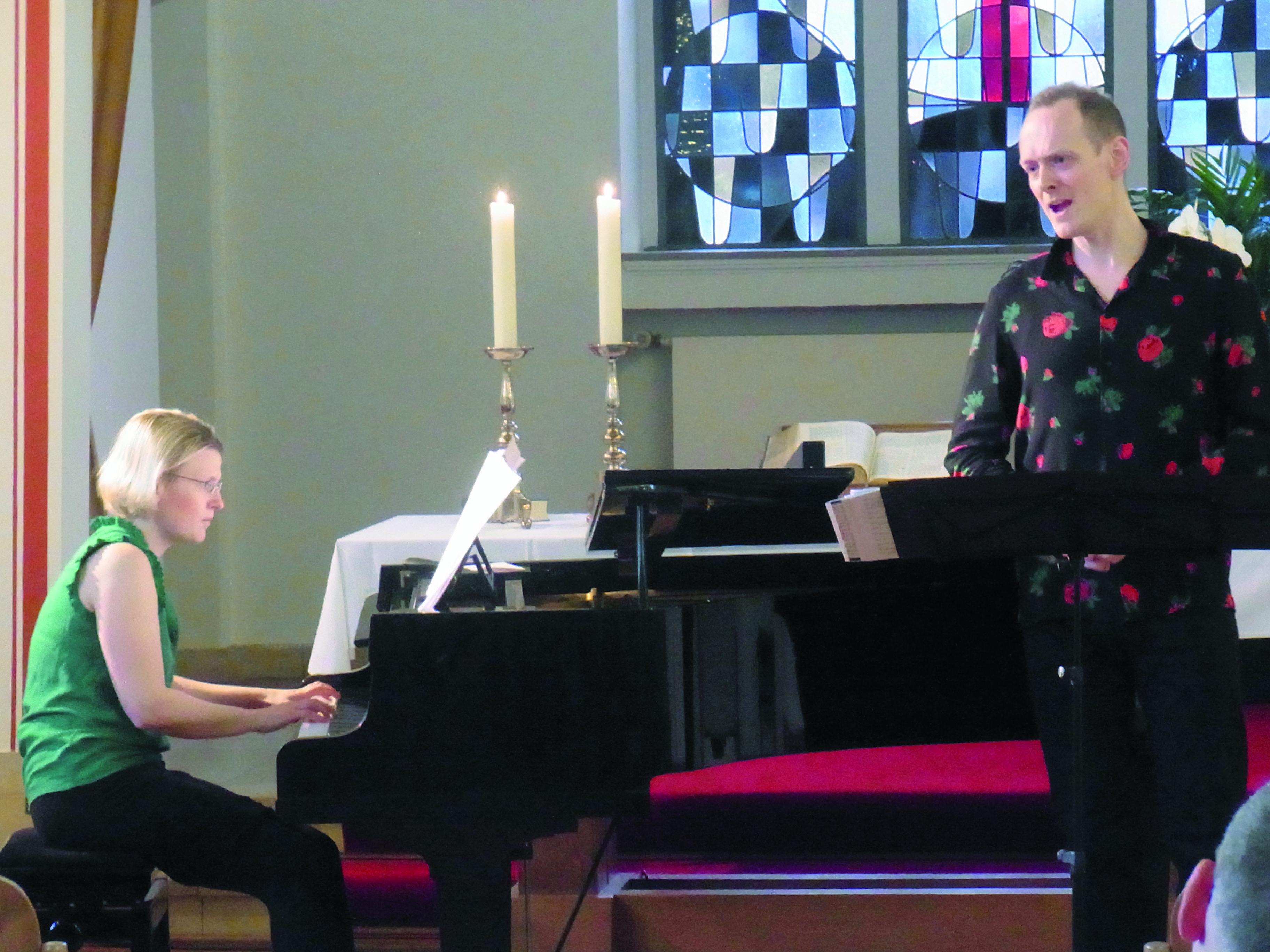Maren Donner und Friedolin Obersteiner bei ihrem Konzert in der Goldenberger Kirche. | Foto: Sarah Gold