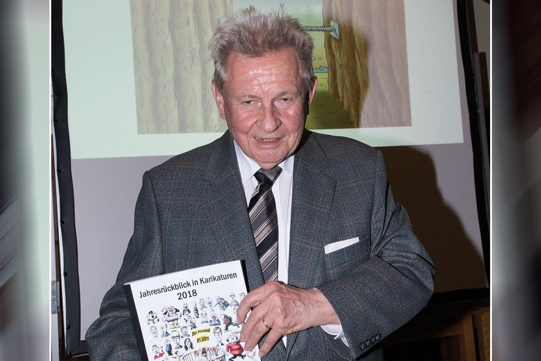 Dr. Manfred Diederichs in seinem Element. | Foto: Judith Bintakies-Schenk – www.juudo-fotografie.de
