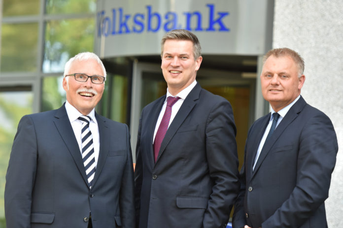 Der Vorstand der Volksbank im Bergischen Land noch in alter Besetzung: Lutz Uwe Magney, Hardy Burdach und Andreas Otto.   Foto: Volksbank / Nico Hertgen