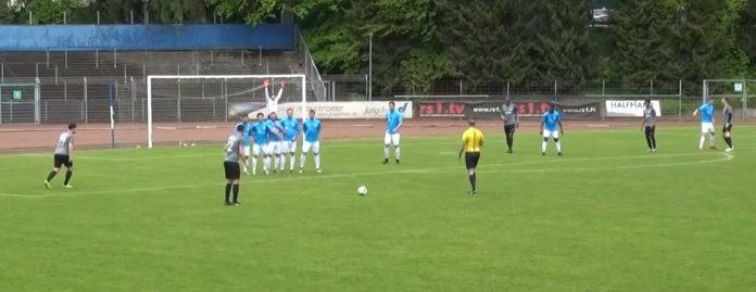Auch ein Freistoß in Tornähe für Teutonia brachte den FC Remscheid nicht in Bedrängnis. | Foto: rs1.tv / Frank Wappler