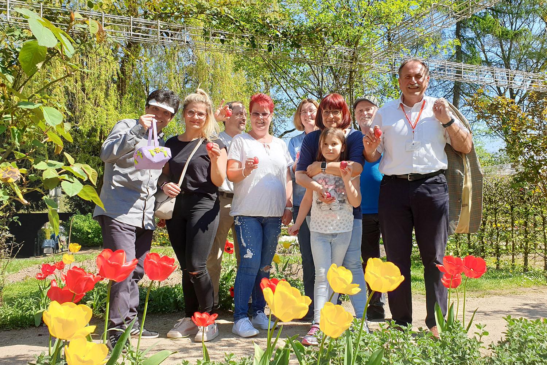 Das Team von AWO und SPD sorgte dafür, dass die Kinder im Rosengarten immer genügend Ostereier fanden.   Fotos (2): Sascha von Gerishem