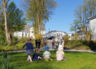 Durch den Posaunenchor Lüttringhausen und die Remscheider Sportjugend ließen sich die Kinder gerne auch mal bei der eifrigen Suche nach den kleinen Schätzen unterbrechen. | Fotos (2): Sascha von Gerishem