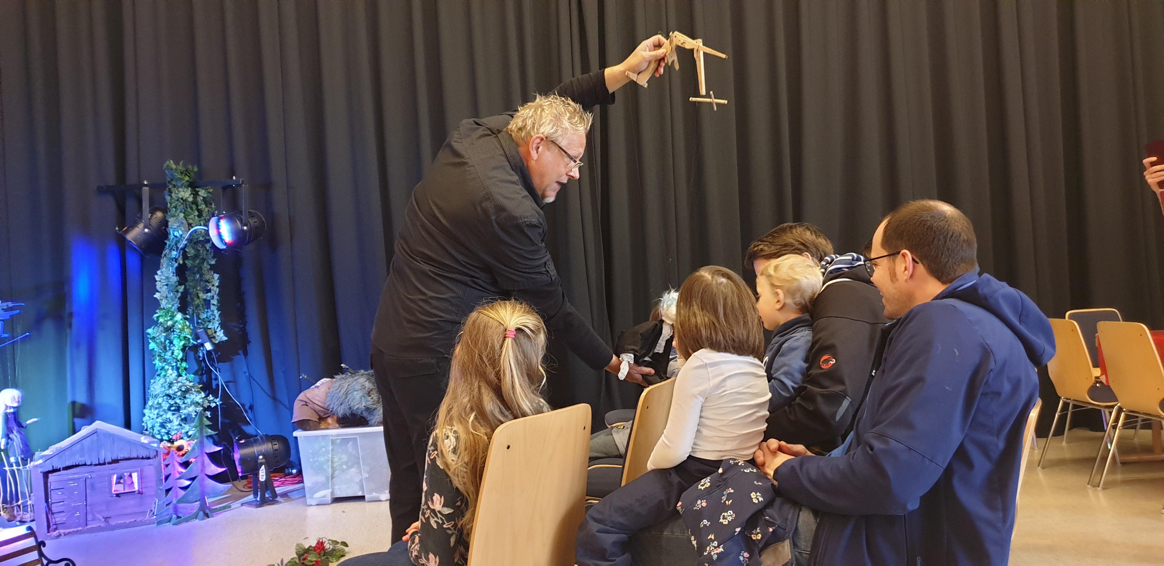 Puppenspieler Markus Heip begeisterte bei der GertenBUCHstraße nicht nur die Kinder. | Foto: Sascha von Gerishem