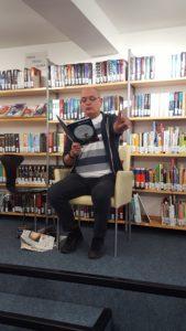 Peter Klohs liest Räuber Hotzenplotz. | Foto: Sarah Gold