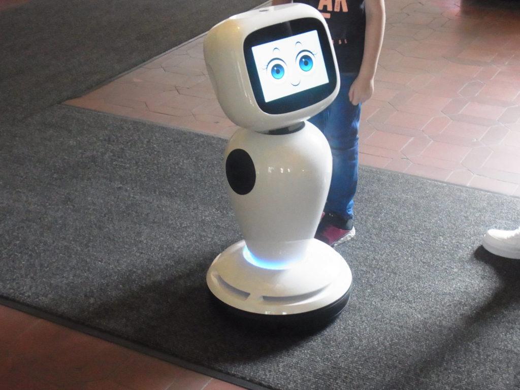 Ein Roboter im Rathaus. Foto: Peter Klohs