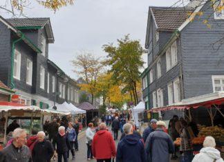 Der 14. Herbst- und Bauernmarkt vom Marketingrat Lüttringhausen läuft. Foto: Sascha von Gerishem