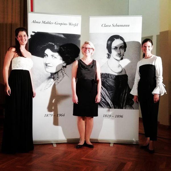 v.l.n.r.: Sandra Schares (Mezzosopran), Maren Donner (Piano), Reinhild Köhncke (Rezitation). Foto: privat