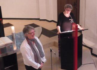 Silke Hamburger (li.) mit Pfarrerin Barbara Schröder-Möring. Foto: Peter Klohs