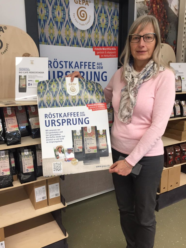 Elke Ellenbeck von der Steuerungsgruppe der Fairtrade-Town Remscheid bei der GEPA. Foto: SPD Remscheid