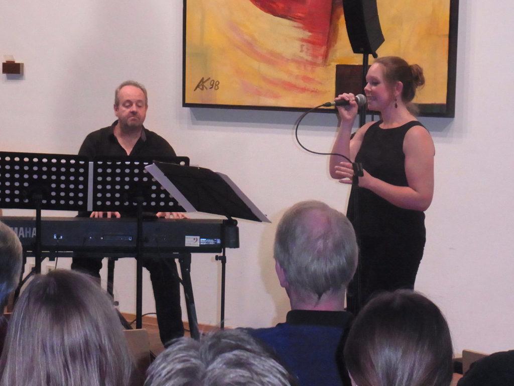 Christoph und Anja Spenger während ihres Konzertes in Lüttringhausen. Foto: Peter Klohs