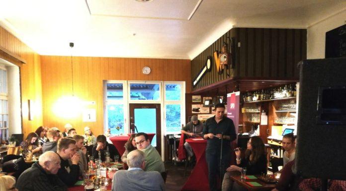 Schaberger Gespräch zu Klimaschutz und Jugendbeteiligung im Schaberger Bahnhof. Foto: Tobias Niebergall