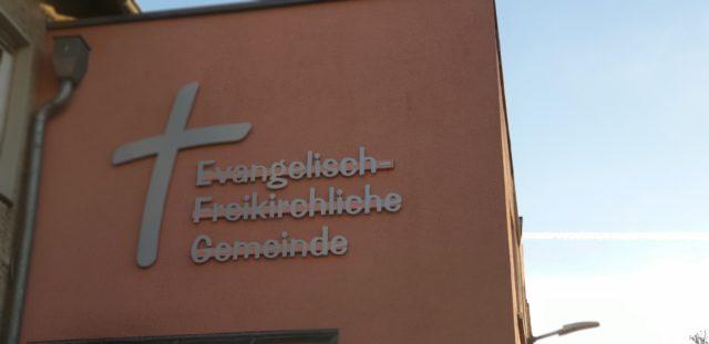 Das Gemeindehaus der Evangelisch-Freikirchlichen Gemeinde Lüttringhausen ist in der Schulstraße 21b, direkt am Schützenplatz. Foto: Sascha von Gerishem