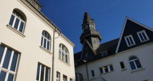 Die Rückseite vom historischen Rathaus Lüttringhausen. Foto: Sascha von Gerishem