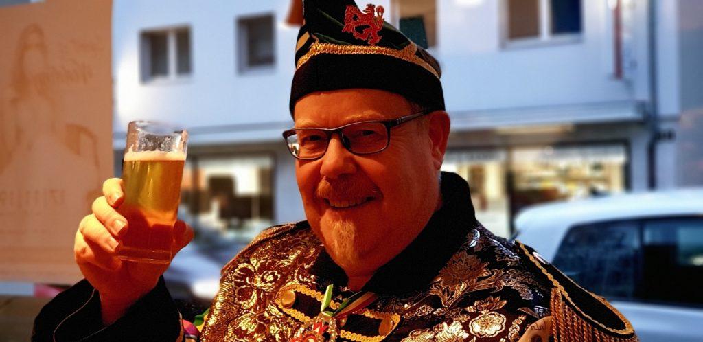 Gunther Brockmann, Präsident der Lenneper Karnevalsgesellschaft in vollem Ornat. Foto: Sascha von Gerishem