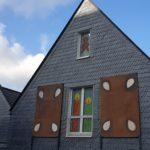 Erinnert schon jetzt an ein richtiges Knusperhaus: Das ev. Gemeindehaus am Ludwig-Steil-Platz. Foto: Sascha von Gerishem