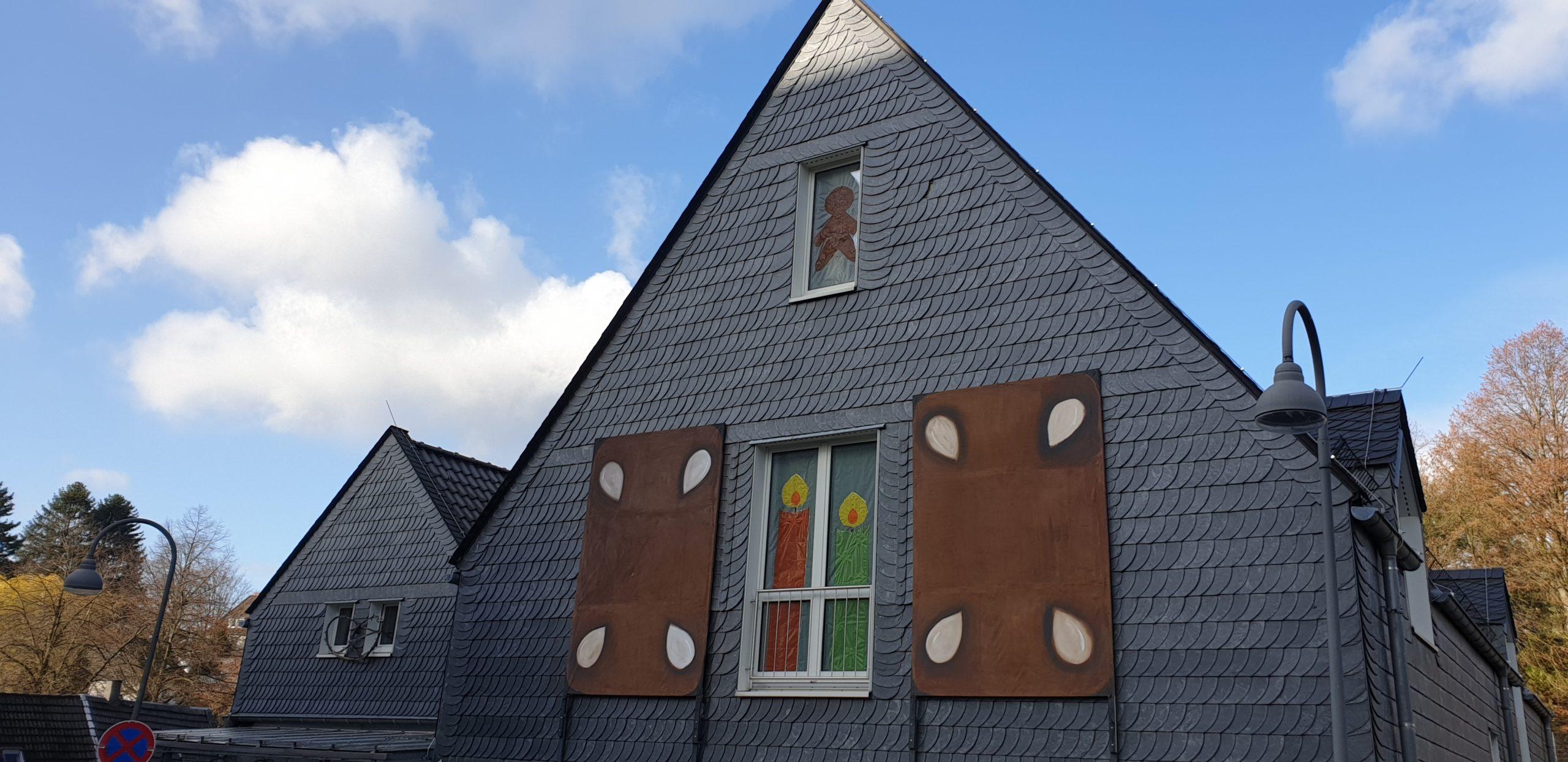 Psssssst...! Trotz der vielen helfenden Menschen werden keine Details zum Knusperhaus verraten. Foto: privat