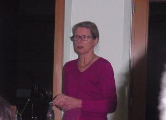 Dr. Gudrun Kordecki vom Institut für Kirche und Gesellschaft der evangelischen Kirche Westfalen im evangelischen Gemeindehaus Lüttringhausen. Foto: Peter Klohs