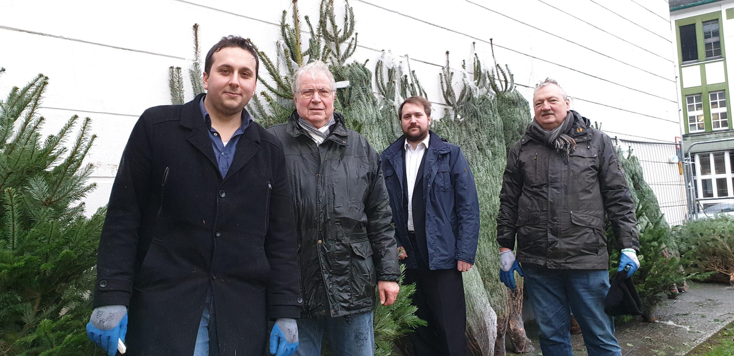 Das Team der SPD Remscheid ist bereit und hofft auf viele Verkäufe für den guten Zweck. Foto: Sascha von Gerishem