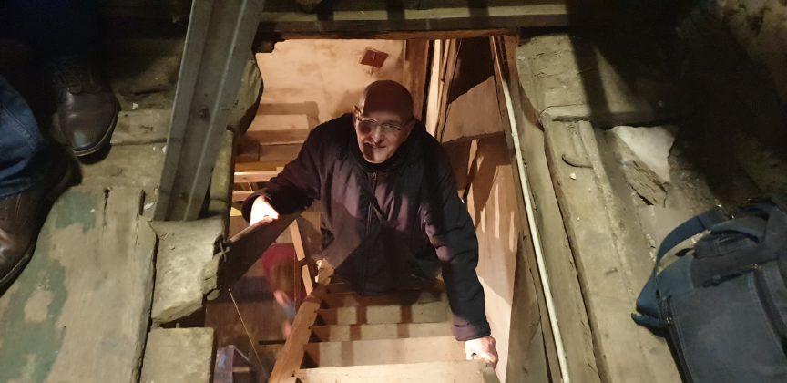 Autor Peter Klohs hat es bis fast zu den Glocken geschafft - trotz Höhenangst. Respekt. Foto: Sascha von Gerishem
