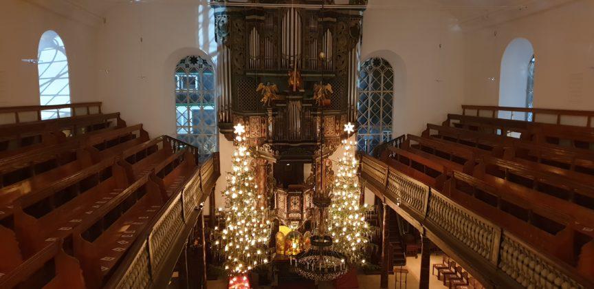 Blick ins Kirchenschiff der evangelischen Kirche Lüttringhausen. Foto: Sascha von Gerishem