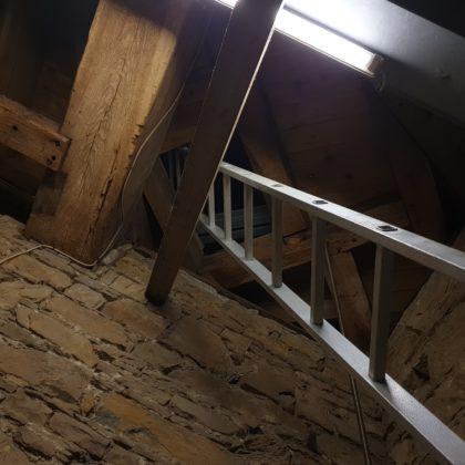 Hier kletterte der Lüttringhauser Posaunenchor ganz nach oben in den Turm, um morgens zu musizieren. Foto: Sascha von Gerishem
